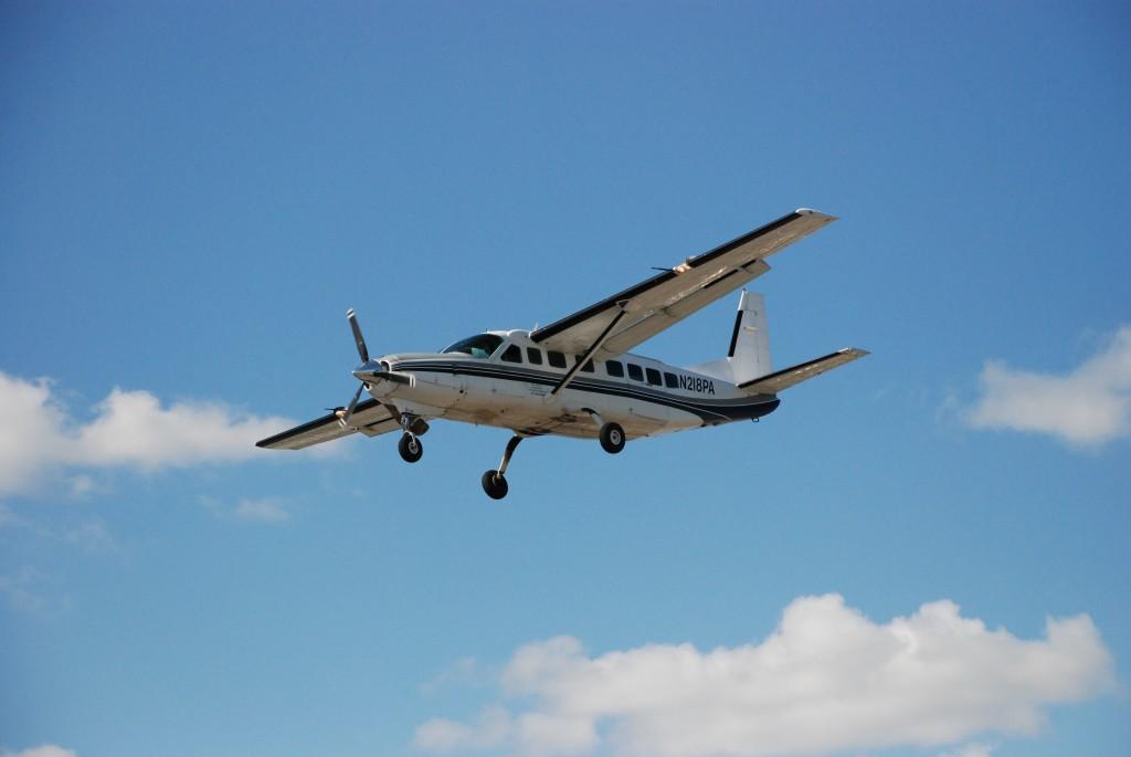 Airplane_2_Landing_in_Toronto